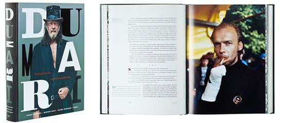 A cover and a spread of the book Dumari. Kohdusta hautaan ja paratiisin puutarhaan.