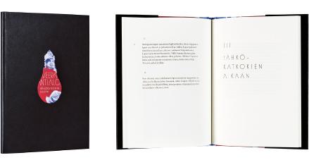 A cover and a spread of the book Sähkökatkoksen aikaan.