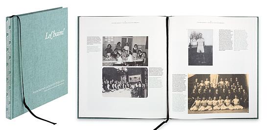 Ett omslag och en öppning av boken LeChaim! Kuvia Suomen juutalaisten historiasta.