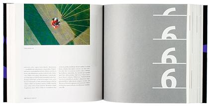 Ett omslag och en öppning av boken Seitsemäs taide.