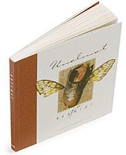 Ett omslag av boken Unelmat ja naamiot.