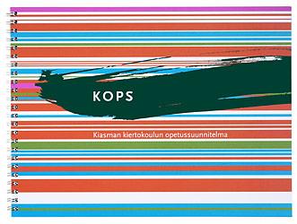 Ett omslag och en öppning av boken KOPS, Kiasman kiertokoulun opetussuunnitelma.